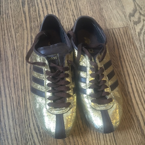 plus récent 0940f d8207 Adidas Okapi Gold Metallic Sneakers size 7